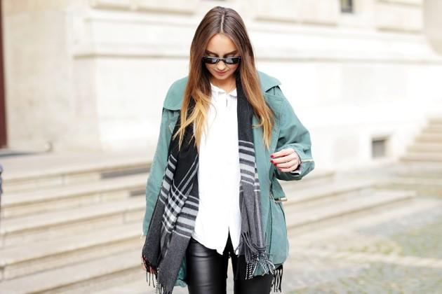 German Fashion Blogger Helena zeigt in einem Herbst Outfit, wie sie einen grünen Parka kombiniert. Auf dem deutschen Modeblog aus Frankfurtgibt es mehr Streetstyles und autumn Looks.
