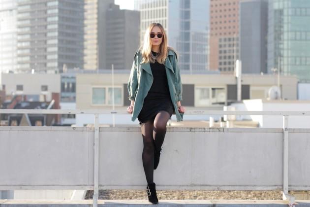 Modeblog-German-Fashion-Blog-Outfit-Parka-Schwarzes-Kleid