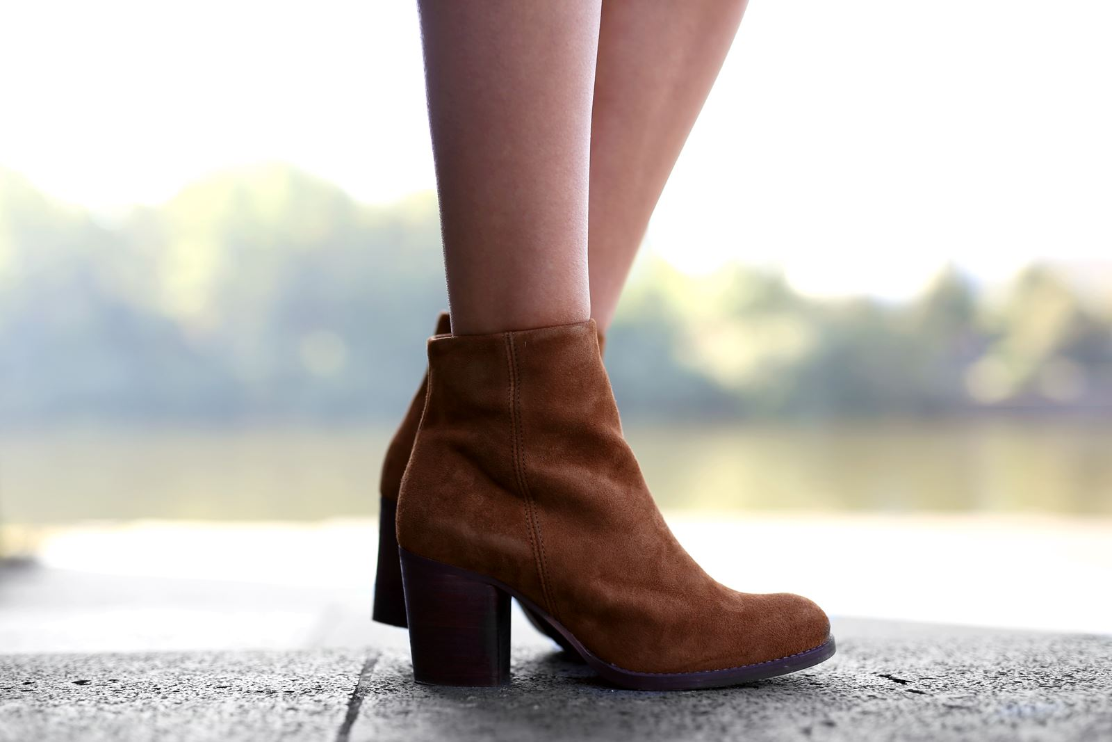 modeblog-german-fashion-blog-outfit-blumenkleid-stiefeletten-hut-10